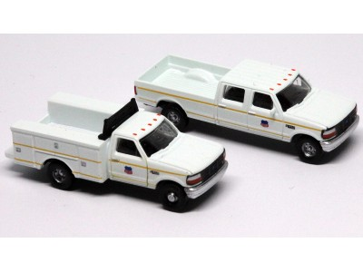 N38-3JL9.G1 - N Scale 1992 River Point Station Ford F-250 4X4 Crew Cab Pickup & F-350 Regular Cab Service Truck - Union Pacific (White)